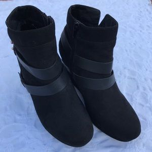 Report  black woman shoes Sz 7.5